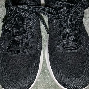 Champion Shoes - Black and white running sneakers